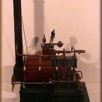 Modello di macchina a vapore a due cilindri verticali