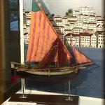 Barca di tipo dalmata con il pescato a bordo